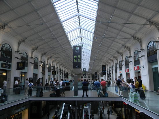 Gare St. Lazare: To the left