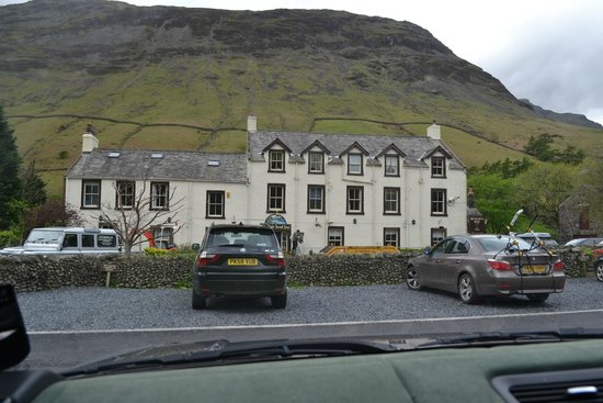 Wasdale Head Inn: The front of the hotel