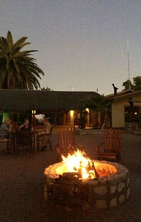 Kalahari Anib Lodge: In the courtyard