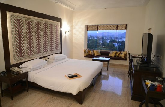 The Lalit Laxmi Vilas Palace Udaipur: Deluxe Lake View Room