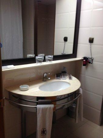 Catalonia Barcelona Plaza: Bathroom