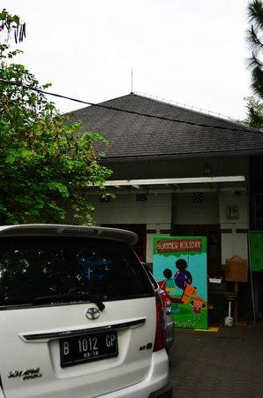 Hummingbird Eatery: Main