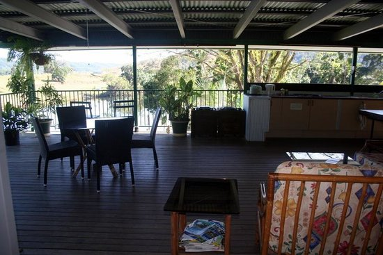 Daintree Riverview Lodges & Camp Ground: Outdoor kitchen.