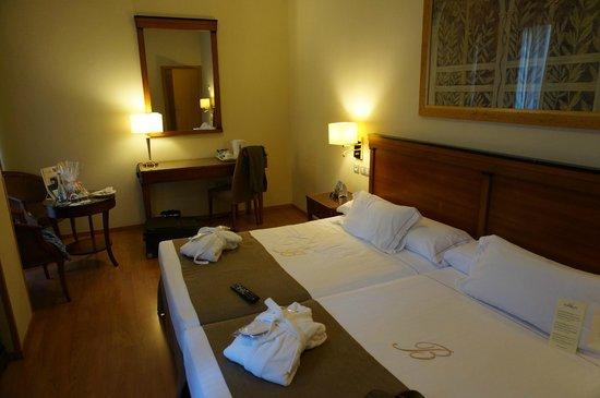 Hotel Becquer: Sauberes Zimmer