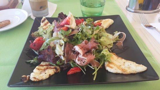 Palmera Beach Hotel : салат из местного ресторана