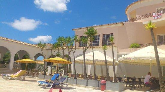 Vila Rosa Hotel : Pool & main hotel