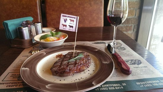 Bison Steak House: Rib Eye steak, wine and grilled vegetables at Bizon