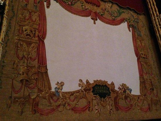 Gaiety Theatre: Frente