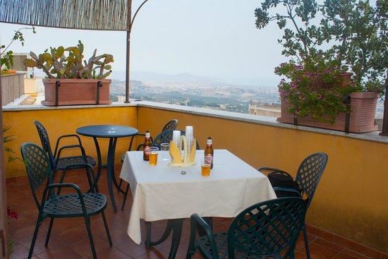B&B Terrazze di Montelusa: Terrasse du petit déjuner