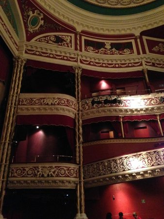 Gaiety Theatre: Laterales