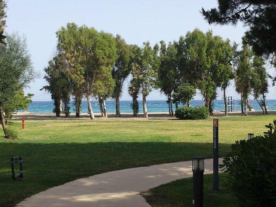 VOI Floriana Resort: tra le stanze e il mare