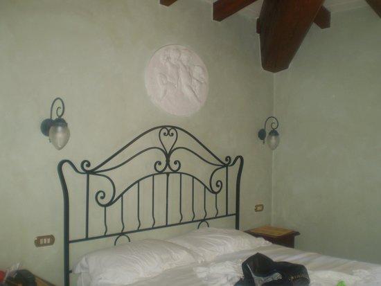 Hotel Della Robbia: letto matrimoniale