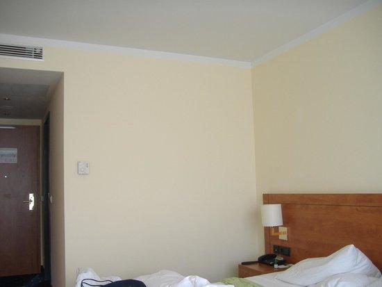 Hotel Vier Jahreszeiten Starnberg: Kahle Wände