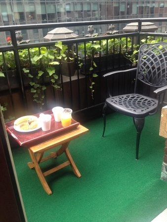 Library Hotel by Library Hotel Collection : Breakfast on Terrace of Room 1106