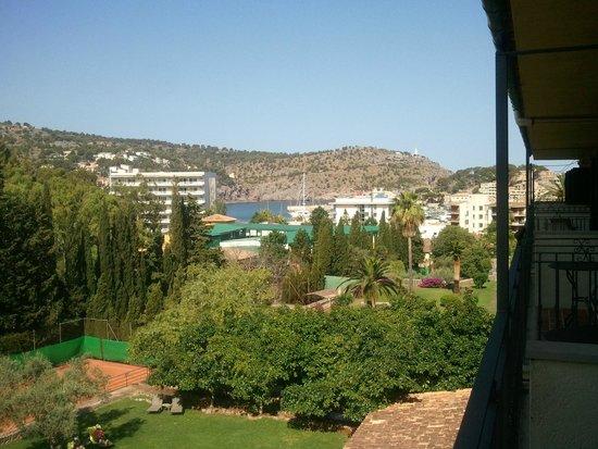 Es Port Hotel: Blick vom Zimmer zum Hafen