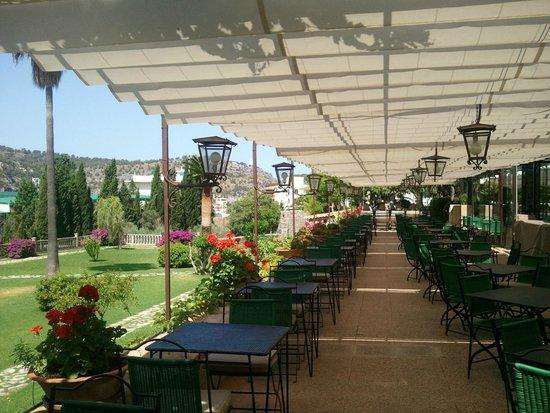 Es Port Hotel: wunderbare Terrasse für Frühstück & Dinner