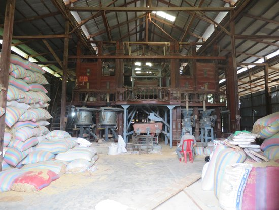 Bamboo Train: Rice milling factory