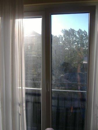 Hotel Vier Jahreszeiten Starnberg: Nicht Nebel sondern dreckige Fenster
