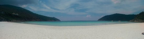 The Taaras Beach & Spa Resort: The beach, the pictures don't really do it justice