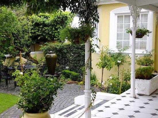 The Walden House: The garden setting outside the verandah rooms