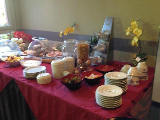 Le Galery: Le Buffet petit déjeuner pour l'hotel les jardins de Lourdes