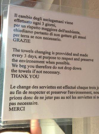 Hotel Smeraldo: Avviso asciugamani