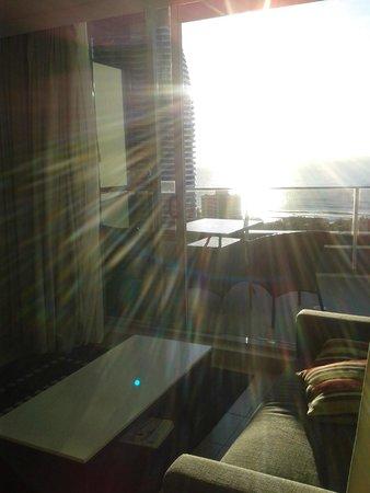 Meriton Suites Broadbeach: Natural light