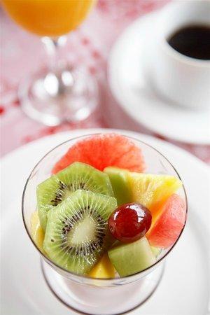 9 on Heron Knysna Bed & Breakfast: Freshly prepared breakfast is served each morning by your friendly hosts...