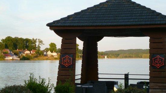 Hôtel du Golf de l'Ailette : View across the lake from the hotel