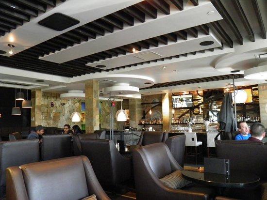 Sandman Hotel Calgary Airport: MOXIES (SANDMAN AIRPORT CALGARY)
