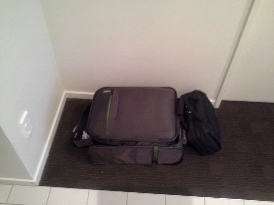 The Quadrant Hotel and Suites Auckland : What luggage rack