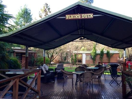 BIG4 Bright Holiday Park: lovely verandah with bbq