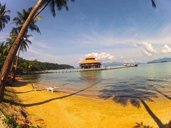 Koh Wai Pakarang Resort : Strand und Pier