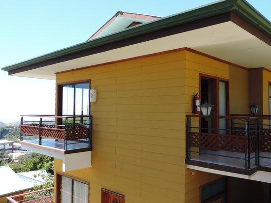 Ficus Sunset Suites Hotel: Desde fuera, puerta habitacion