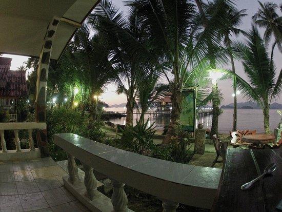 Koh Wai Pakarang Resort: Aussicht von der Zimmerterrasse am Abend