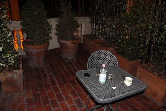 Hotel Columbia: terrasse en soirée