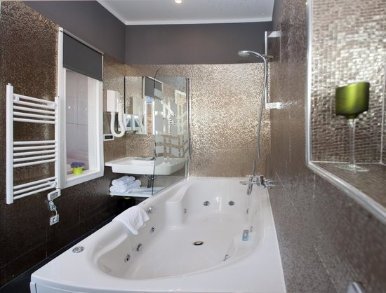 Authentic Luxury Rooms : Spa Bath Corner with jacuzzi tub for 2, Lightning & Sound Therapy / Annex