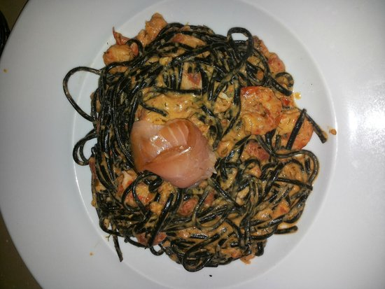 A Colmeia : 4star pasta (green pasta) with shrimp and salmon