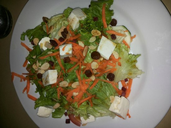 A Colmeia : 3-4star salad (white cheese bites are azorean local soft cheese) nice taste some roasted seeds e