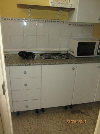 Apartahotel Bermudas: kitchenette no kettle 301