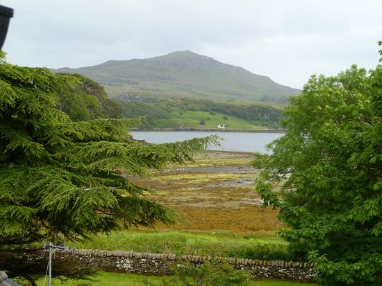 Meadowbank Guest House: View from bedroom to Ben Tianavaig