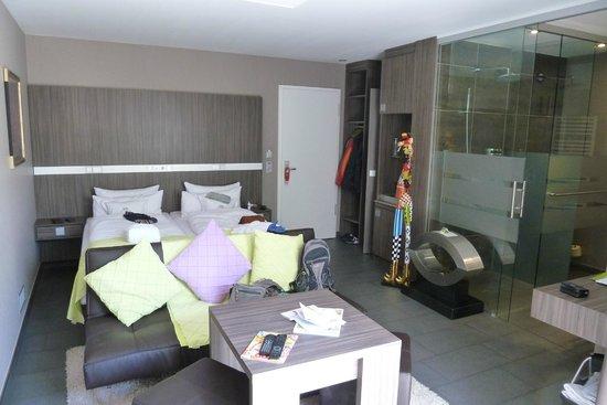 Hotel Kolb & Inselchalets: Junior Suite (begehbarer Kleiderschrank neben dem Eingang)