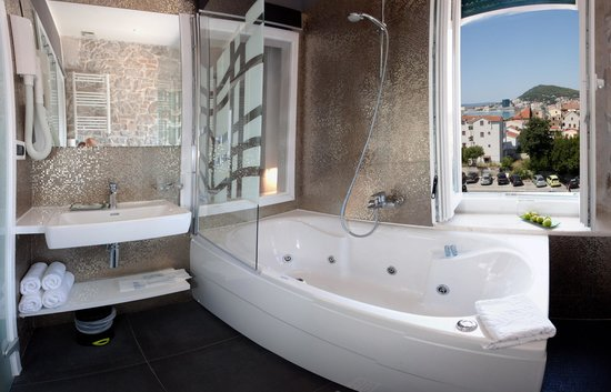 Authentic Luxury Rooms: Sea View Spa Bath Corner with jacuzzi tub for 2, lightning & sound therapy, ocean view / Annex