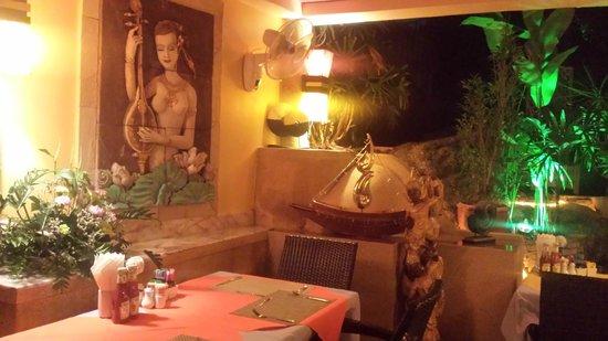 Sandalwood Restaurant & Bar