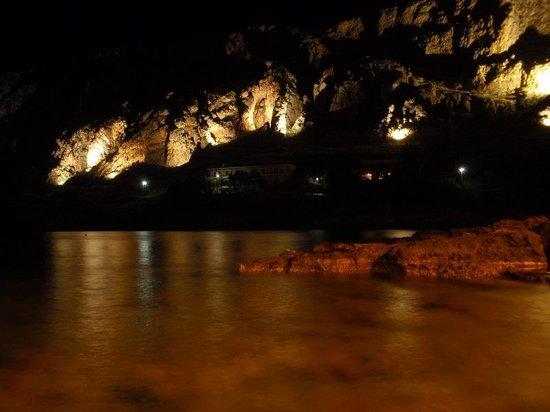 Akrotainaritis Restaurant : Gerolimenas at night!!!