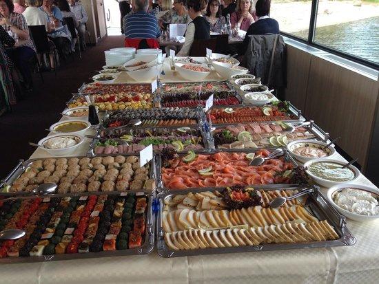 Wellnesshotel Auerhahn: Fischbufett