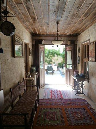 Ali Bey Konagi: Hall