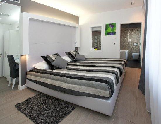 Authentic Luxury Rooms: City View Delux Double or Twin room with Spa Bath Corner, jacuzzi tub for 2,Lightning&Sound Ther