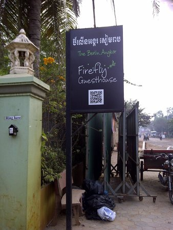 Firefly Guesthouse- The Berlin Angkor: Sign