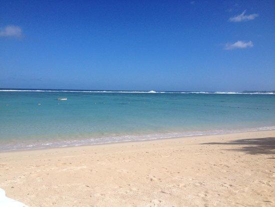 Shanti Maurice - A Nira Resort: Beautifully immaculate beach